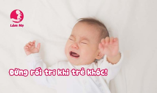 Đừng rối trí khi bé sơ sinh khóc