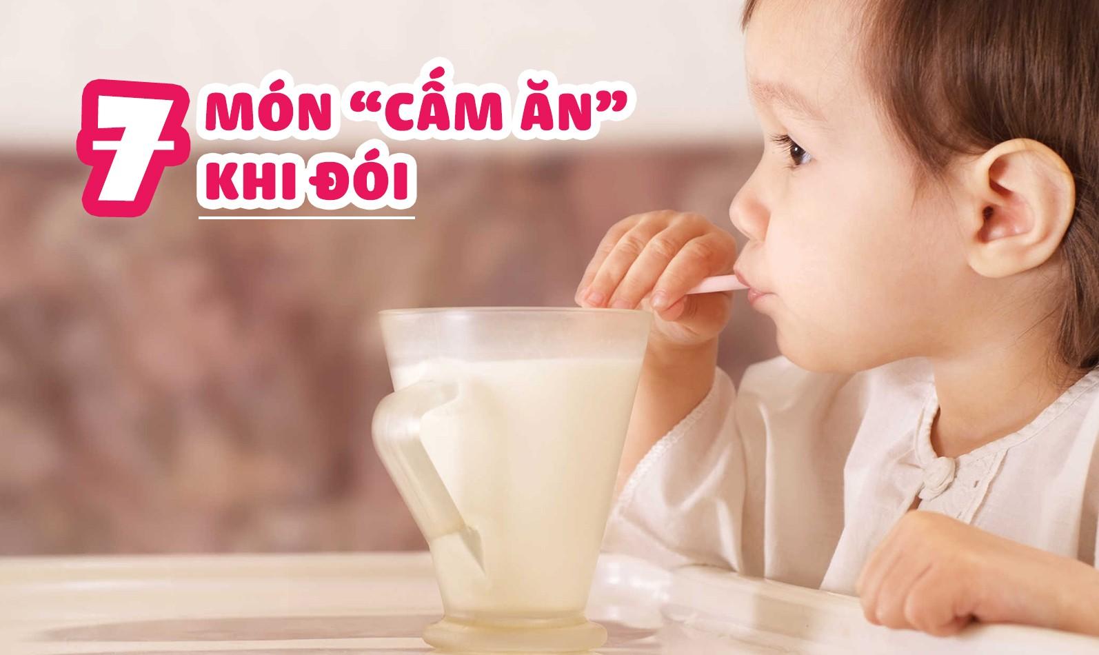 7 thực phẩm tuyệt đối không nên cho bé ăn khi đói