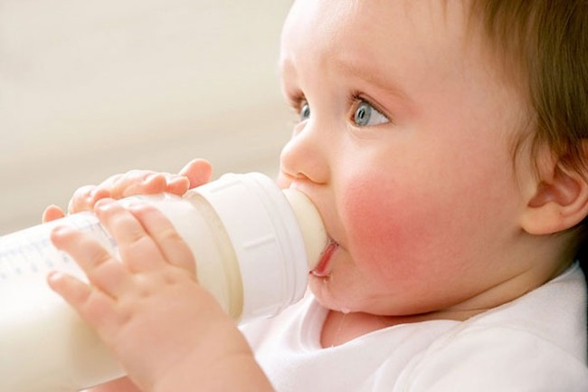 bé chậm mọc răng nên ăn gì?