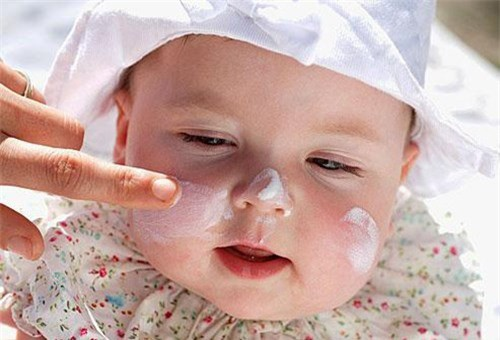 cách chăm sóc da mặt cho bé