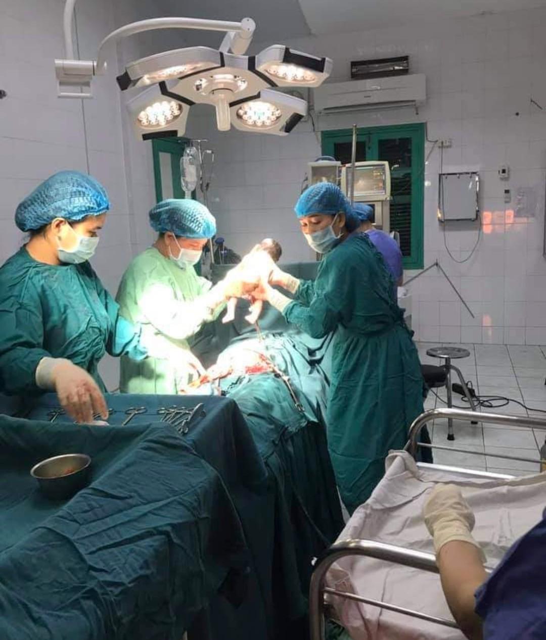 Quảng Trị: Mổ đẻ thành công cho thai phụ mới 11 tuổi