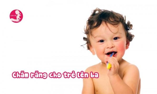 Tại sao mẹ không được lơ là việc chăm sóc răng miệng cho bé lên ba?
