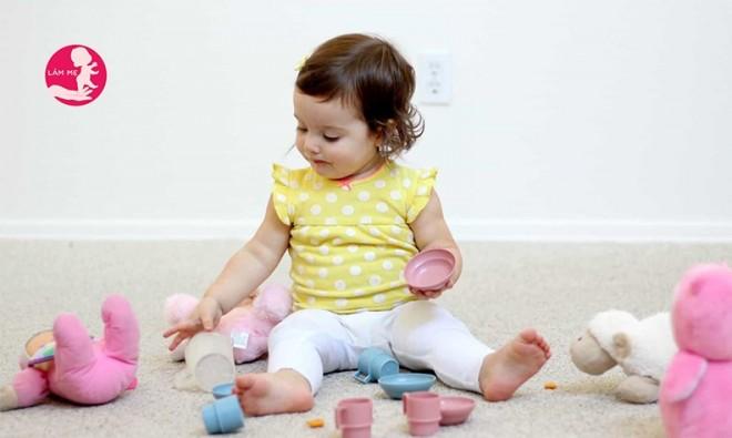 Làm sao để dạy bé 2 tuổi tính cách gọn gàng?