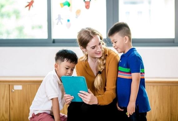Theo bạn lý do ngày nay nhiều bậc phụ huynh cho con trẻ học tiếng anh sớm là gì?