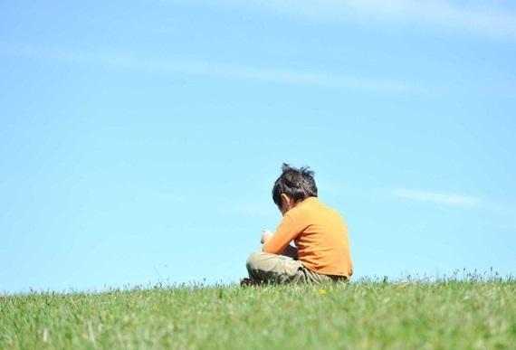 Theo bạn, đâu là lí do chính nhất khiến nhiều trẻ mắc bệnh tự kỉ thời nay?