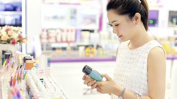 Bạn quan tâm đến yếu tố nào nhất khi mua các sản phẩm làm đẹp như mỹ phẩm chăm sóc da, tóc, cơ thể hay đồ trang điểm?