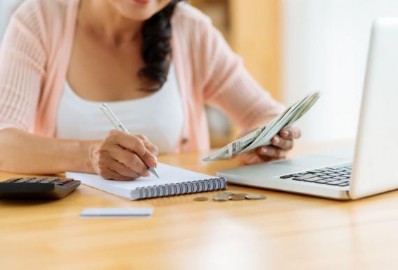 Hàng tháng bạn thường chi tiêu nhiều nhất cho việc gì?